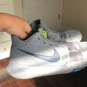 Kyrie cool grey